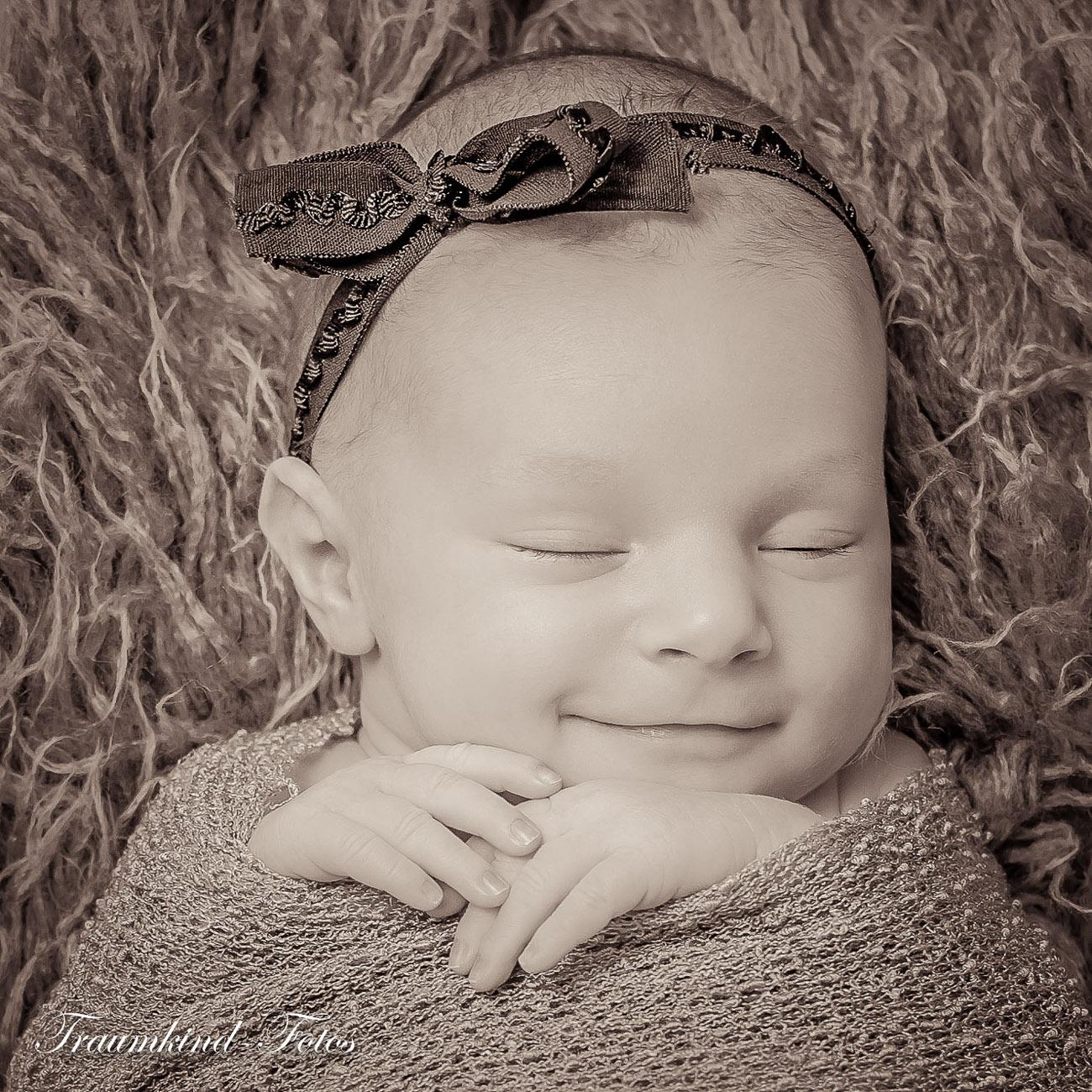 Traumkind Fotos Newborn Fotos Essen 12 1 - Babyfotos